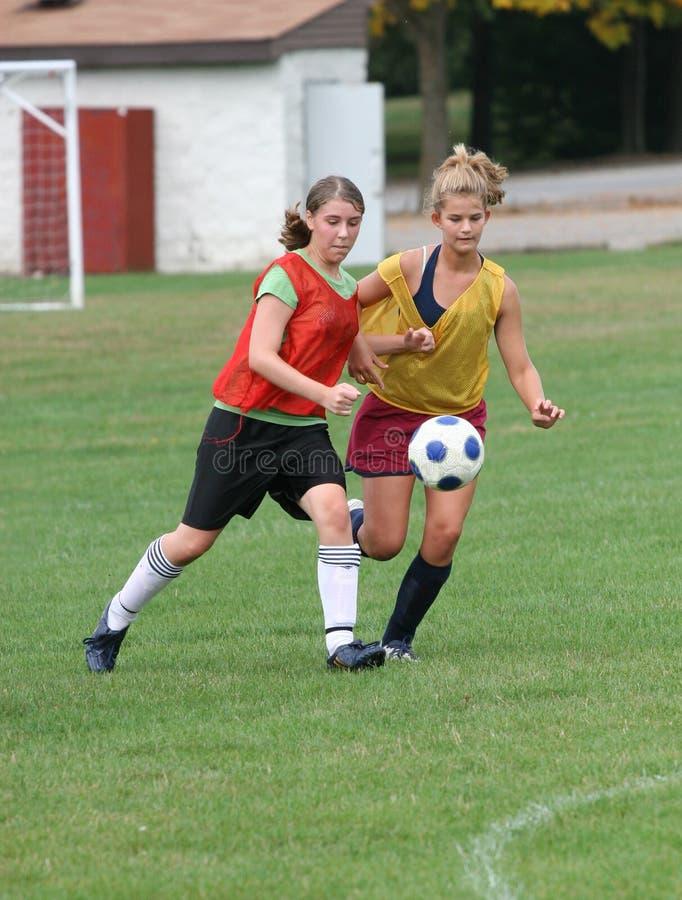 Action de l'adolescence 17 du football de la jeunesse images libres de droits