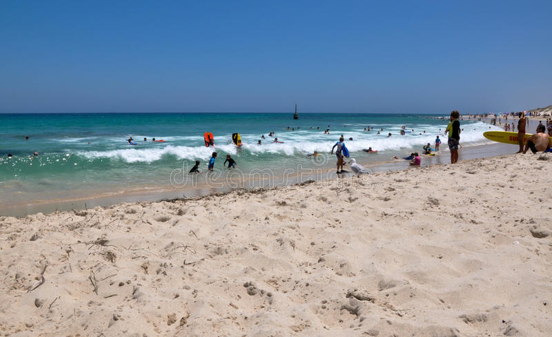 Action de vague : Plage de Cottesloe photo libre de droits