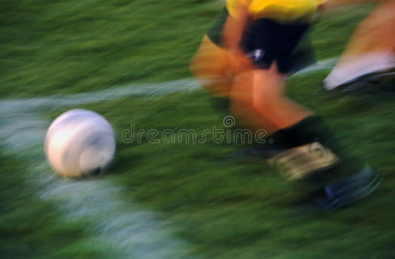 Action du football dans la tache floue de mouvement de laps de temps photographie stock