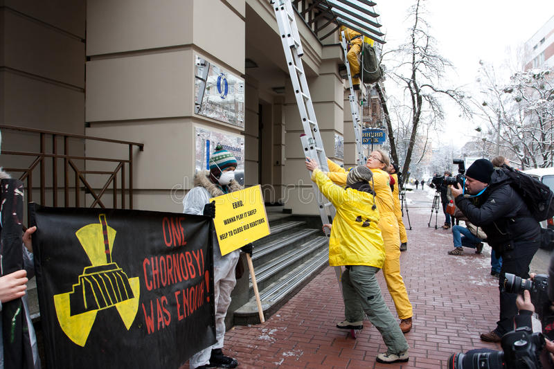 Download Action Of Environmental Organization Greenpeace Editorial Stock Image - Image: 28077584