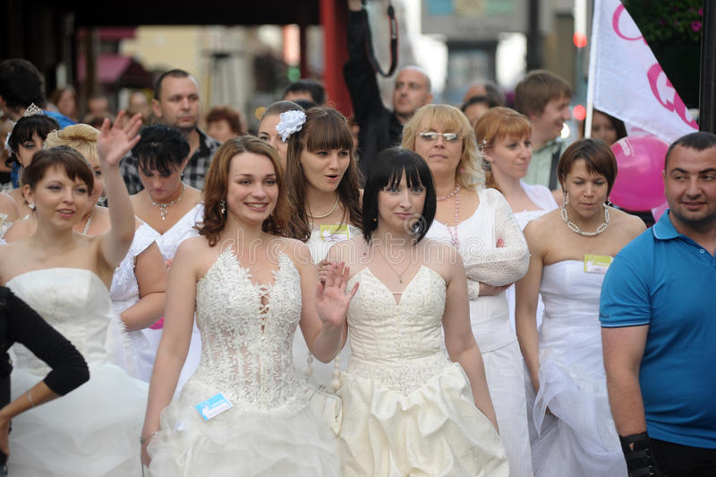 Download Action Runaway Bride Cosmopolitan 2012 Editorial Photo - Image: 26857601