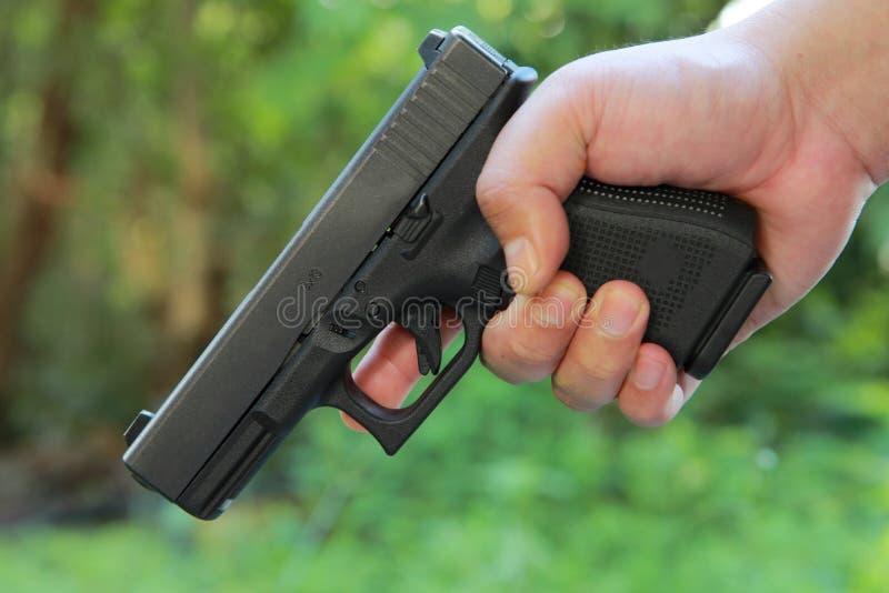 Action sûre avec une arme à feu image libre de droits
