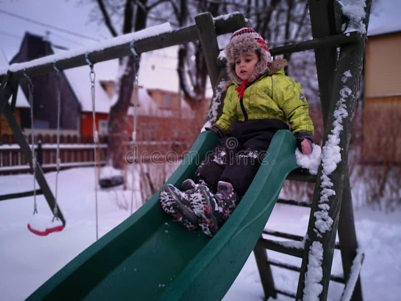 Action tirée en hiver images stock