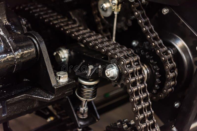 Actions avec des rouleaux d'acier de tôle dans l'ensemble industriel photos stock