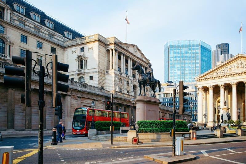 Actions d'échange et Banque d'Angleterre royales la rue financière Londres photo libre de droits