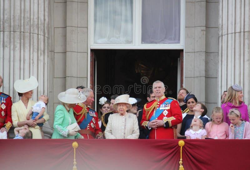 Actions de Meghan Markle et de prince Harry, Londres R-U, le 8 juin 2019 - Meghan Markle Prince Harry Trooping la famille royale  images stock