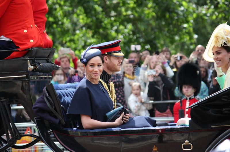 Actions de Meghan Markle et de prince Harry, Londres R-U, le 8 juin 2019 - Meghan Markle Prince Harry Trooping la famille royale  images stock