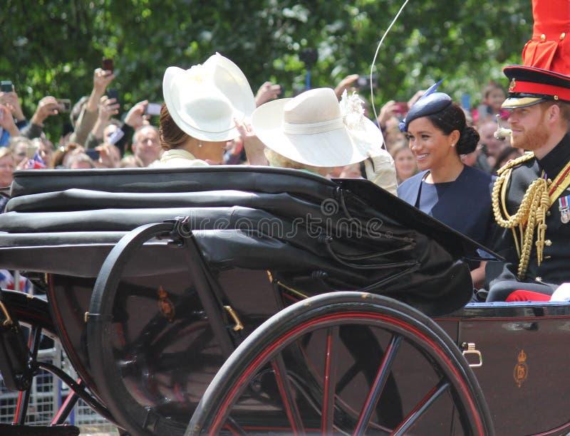 Actions de Meghan Markle et de prince Harry, Londres R-U, le 8 juin 2019 - Meghan Markle Prince Harry Trooping la famille royale  photos libres de droits