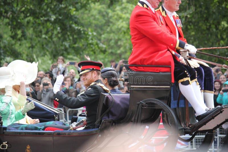 Actions de Meghan Markle et de prince Harry, Londres R-U, le 8 juin 2019 - Meghan Markle Prince Harry Trooping la famille royale  photos stock