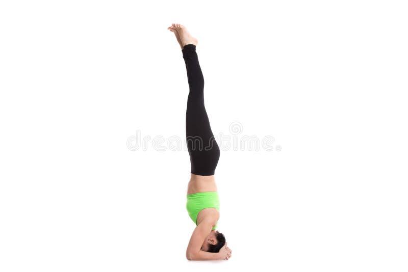 Actitud apoyada de la yoga del Headstand imagen de archivo libre de regalías
