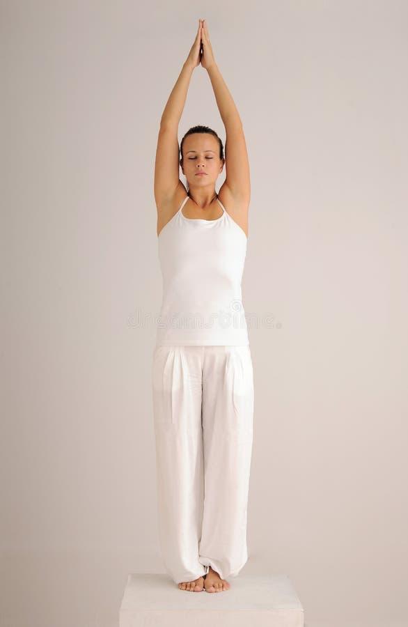 Actitud auténtica de la yoga fotografía de archivo libre de regalías