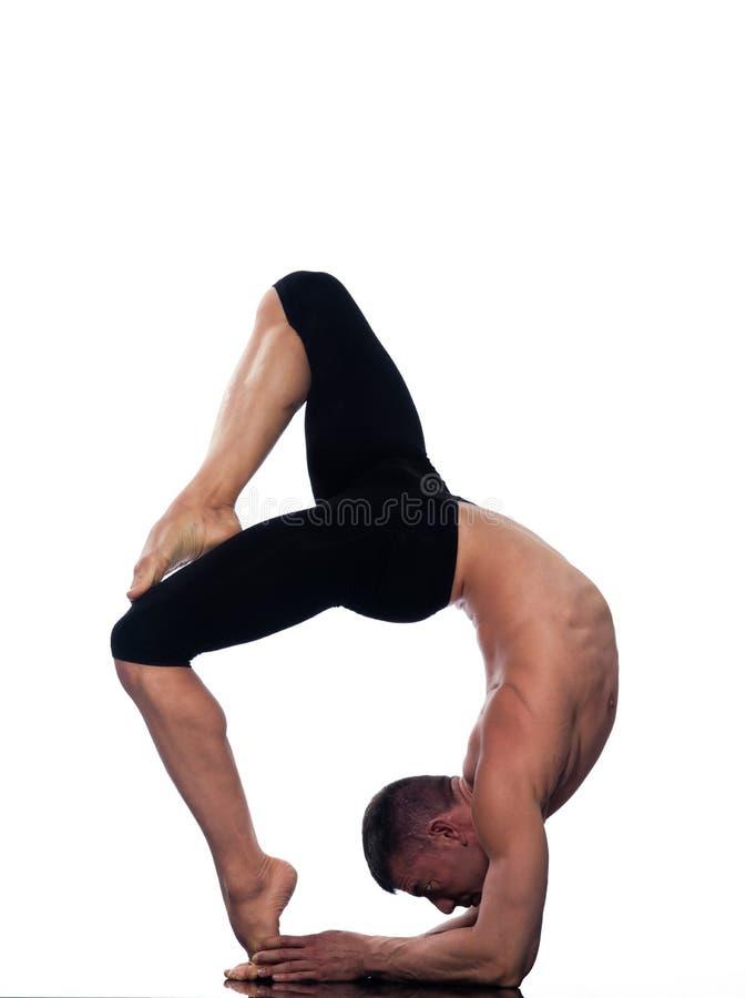 Actitud de Eka Pada Viparita Dandasana de la yoga del hombre fotos de archivo libres de regalías