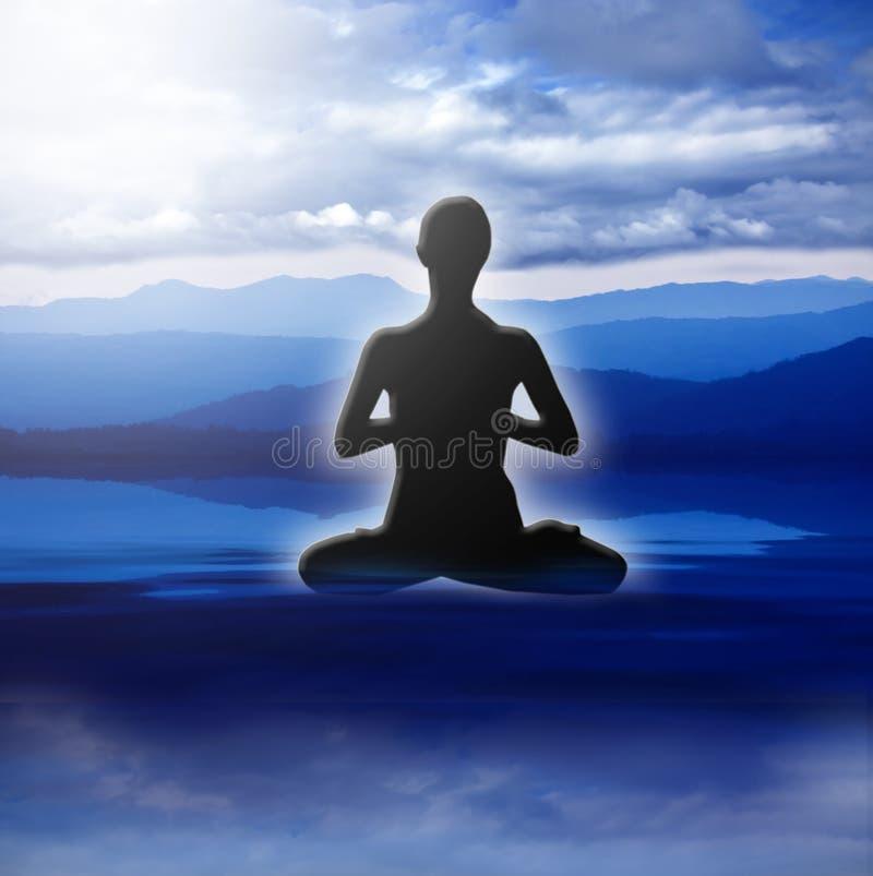 Actitud de la yoga en paisaje oscuro fotografía de archivo libre de regalías