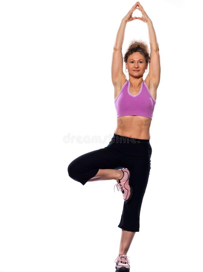 Actitud del árbol de la yoga de la mujer fotos de archivo