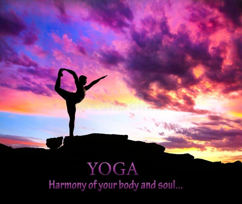 Actitud del bailarín de la silueta de la yoga fotografía de archivo libre de regalías