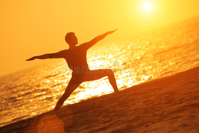 Actitud del guerrero de la yoga fotos de archivo