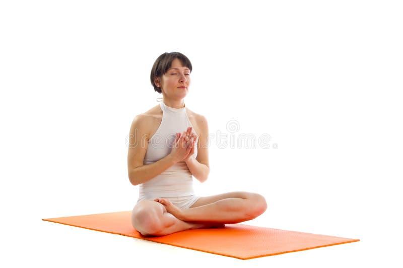 Actitud fácil de la yoga fotografía de archivo libre de regalías
