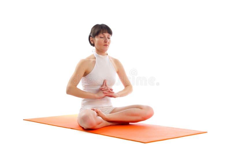 Actitud fácil de la yoga imagen de archivo libre de regalías