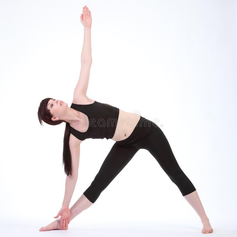 Actitud girada Parivrtta Trikonasana de la yoga del triángulo imagen de archivo