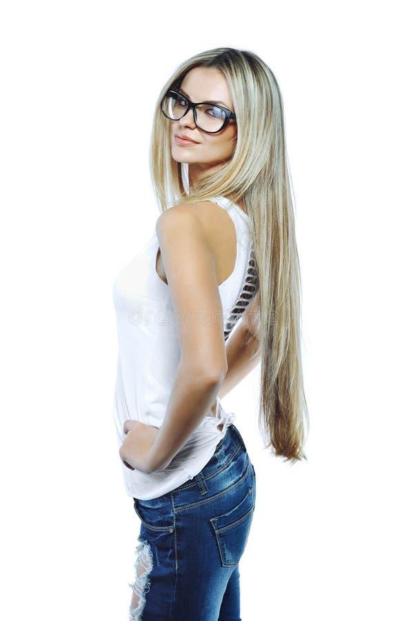 Actitud modelo sensual joven de la muchacha en vidrios que llevan del estudio fotografía de archivo