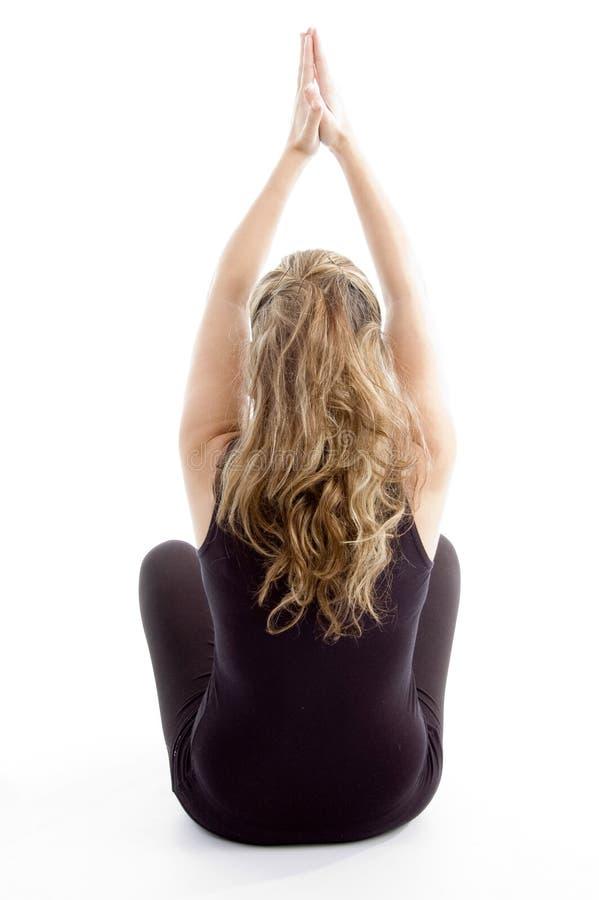 Actitud posterior de la muchacha que hace yoga foto de archivo