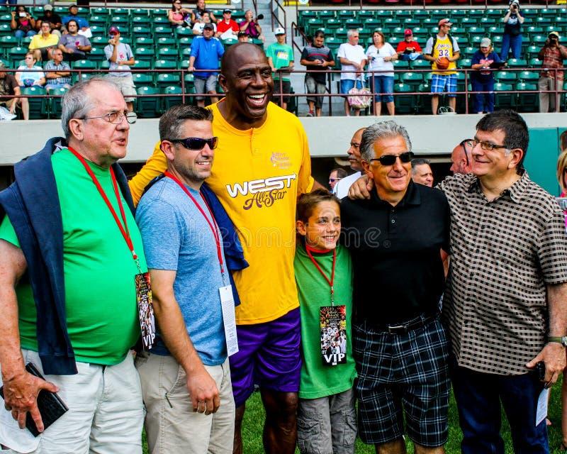 Actitudes de Magic Johnson con las fans foto de archivo libre de regalías