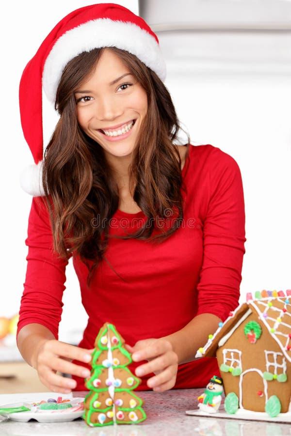 Actividades de la Navidad - casa de pan de jengibre fotografía de archivo