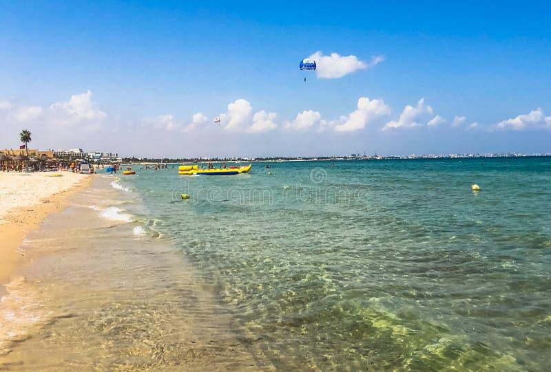 Actividades de la playa en el mar Paisaje costero fotos de archivo