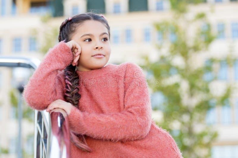 Actividades para los adolescentes vacaciones y ocio Acontecimientos del fin de semana para los ni?os Entretenimiento para los ni? fotos de archivo