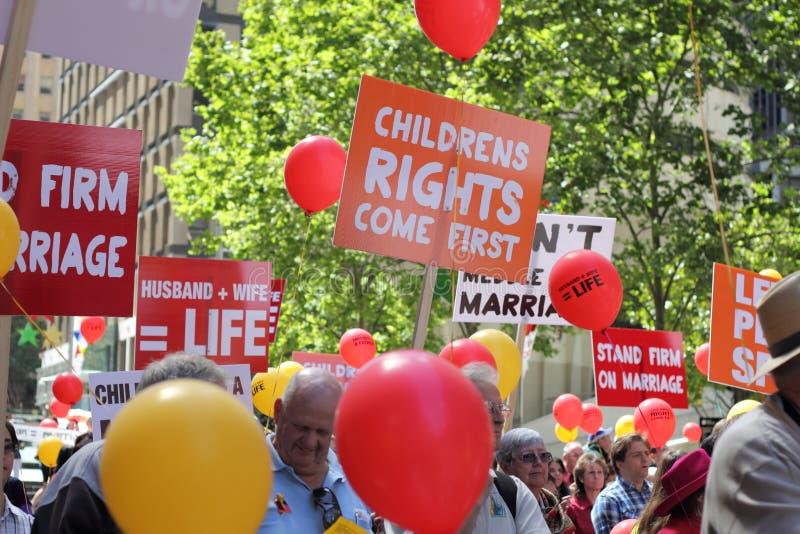 Activistas contra matrimonio homosexual foto de archivo