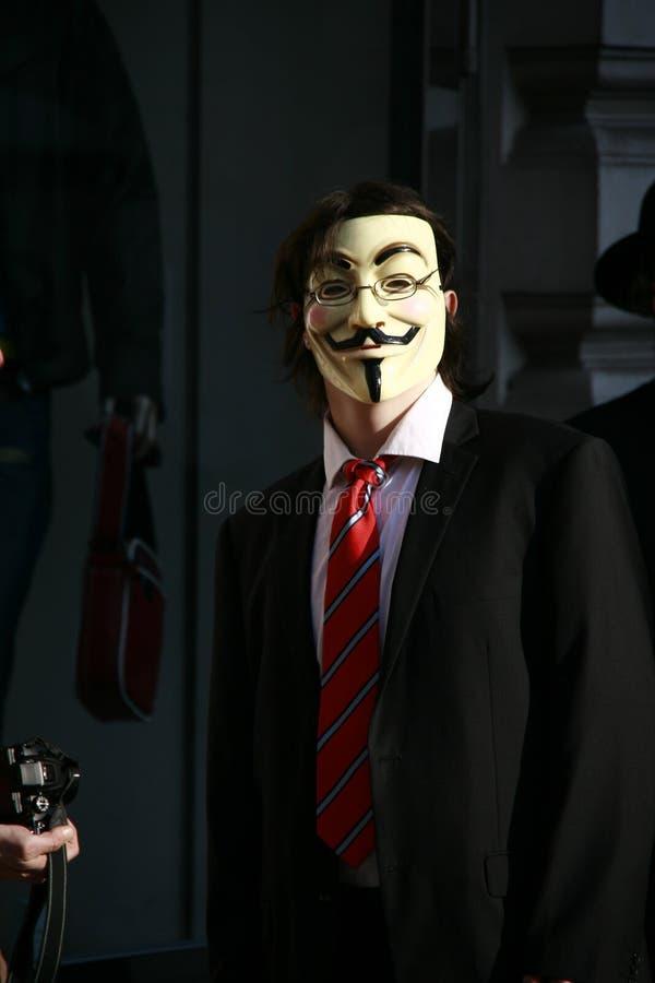 Activiste Anonyme Avec Le Masque De Fawkes De Type Image stock éditorial