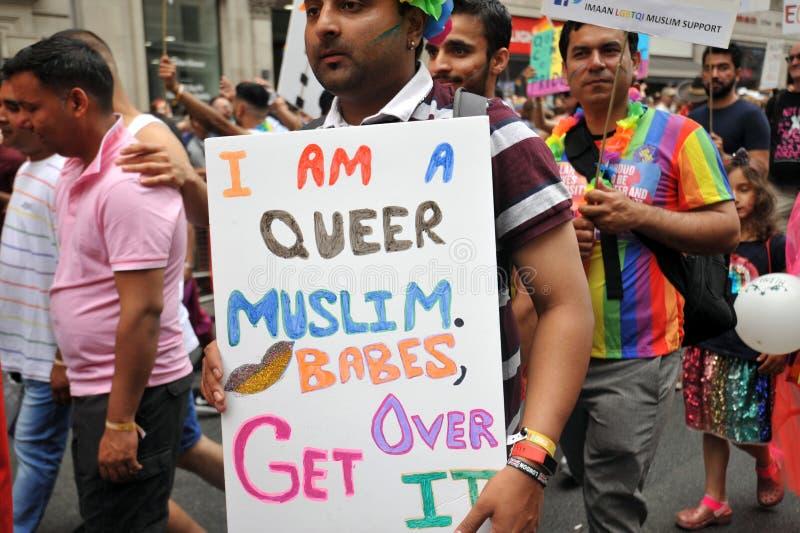 Activistl musulmano al gay pride a Londra, Inghilterra 2019 fotografia stock libera da diritti