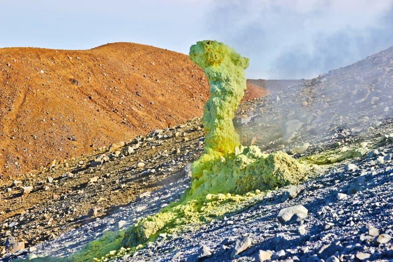 Activité volcanique, fumerolle de soufre photos libres de droits