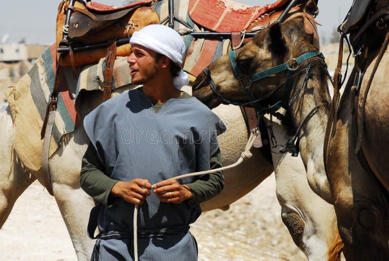 Activités de tour et de désert de chameau dans le désert Israël de Judean image libre de droits