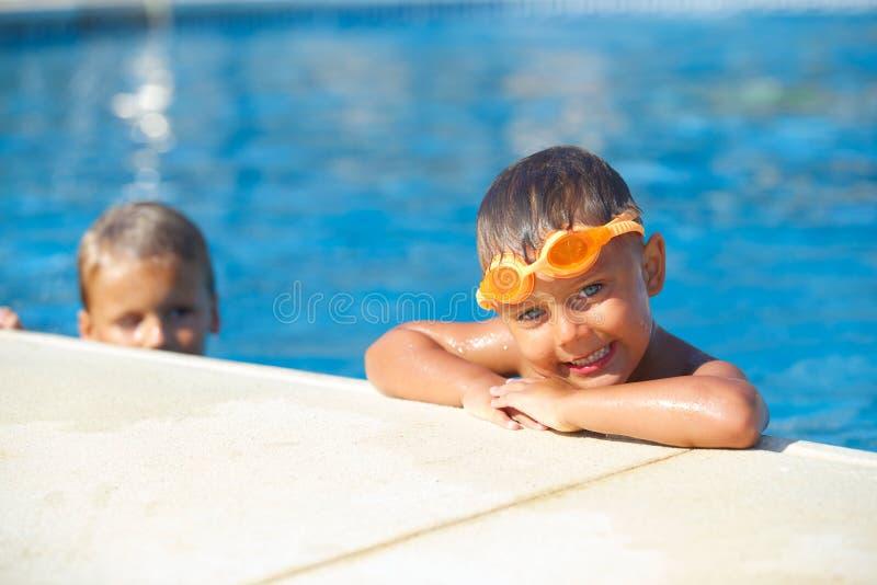 Activités sur la piscine photos libres de droits