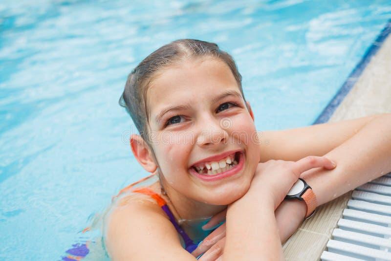 Activités sur la piscine images libres de droits