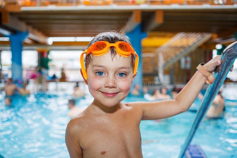 Activités sur la piscine photos stock