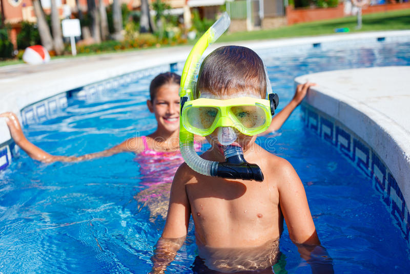 Activités sur la piscine photographie stock libre de droits