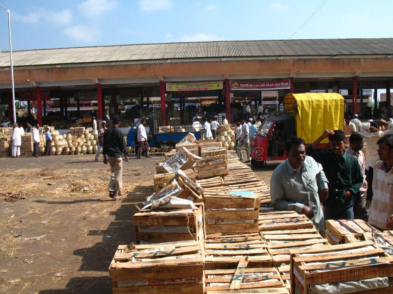 Activiteit in de fruitmarkt tijdens mangoseizoen royalty-vrije stock afbeeldingen