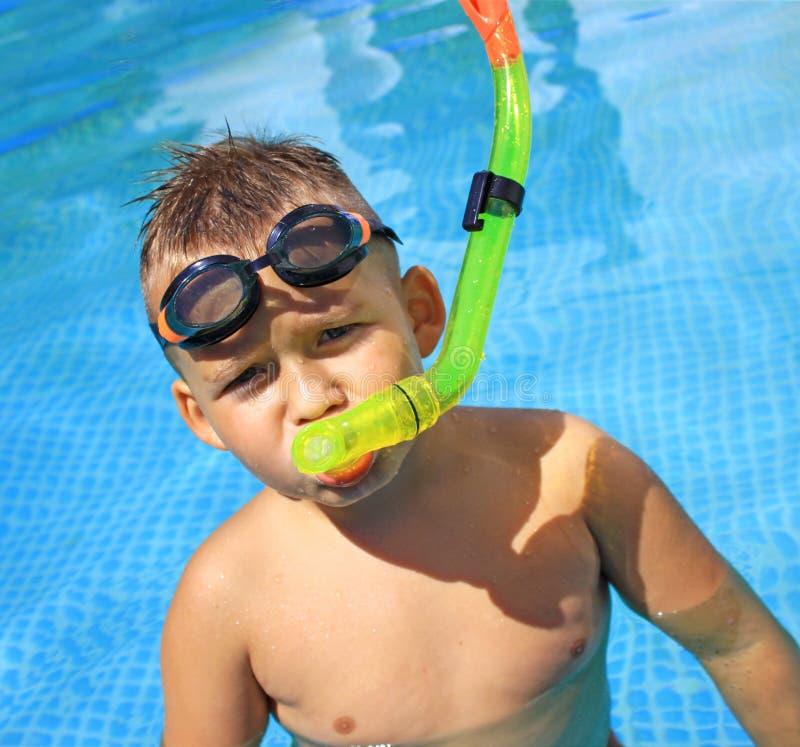 Activiteiten op de pool stock foto