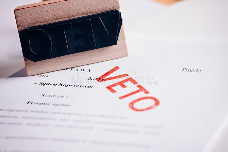 Acto polaco de la ley con el sello rojo del veto imagen de archivo