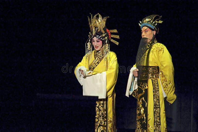 Actor tradicional chino de la ópera con el traje de teatro fotos de archivo