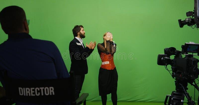 Actor y actriz que realizan una escena fotografía de archivo libre de regalías