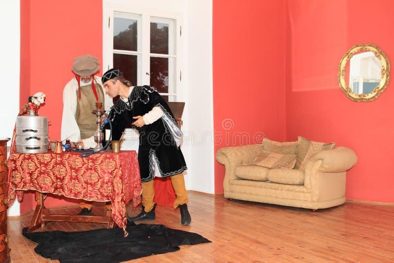 Actoren in historische kostuums stock foto