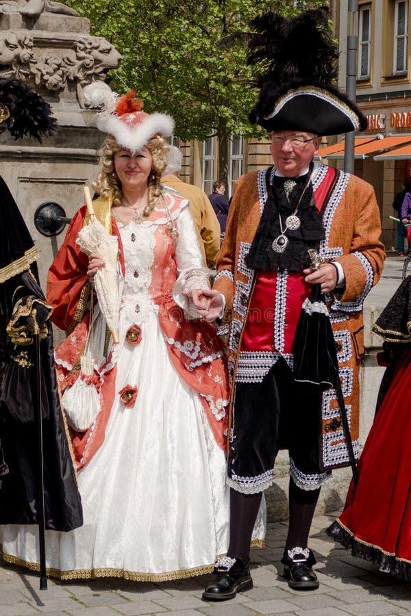 Actoren in historische kostuums - de oude stad van Bayreuth stock fotografie