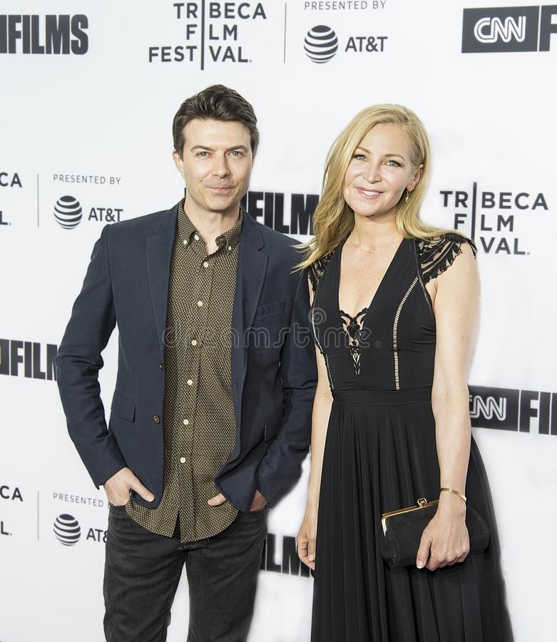 Actoren Noah Bean en Jennifer Westfeldt Arrive voor het Openen van Nacht bij het 17de Tribeca-Filmfestival royalty-vrije stock foto's