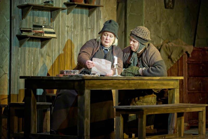Actoren T.Sidorenko en M.Radtsig op stadium van Theater Taganka royalty-vrije stock afbeelding