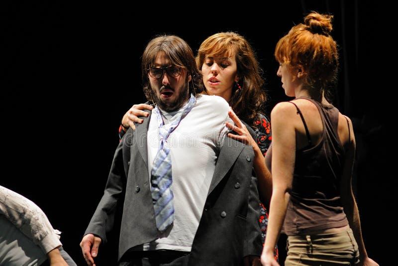 Actoren van het het Theaterinstituut van Barcelona, spel in de komedie Shakespeare voor de Uitvoerende macht stock afbeeldingen