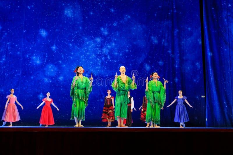 Actores en la etapa del teatro de la ópera de Wroclaw imagen de archivo libre de regalías