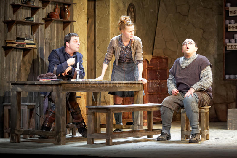 Actores en la etapa del teatro de Taganka foto de archivo